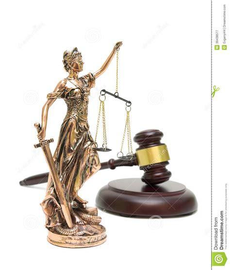 imagenes de la justicia griega estatua de la justicia y mazo en el fondo blanco imagen de