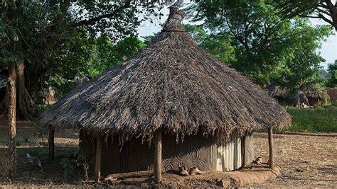 hutte nomade les huttes du peuple anuak