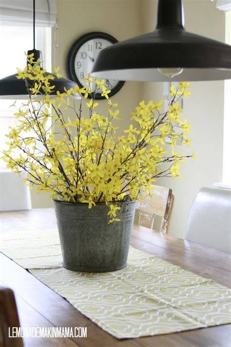 kitchen island centerpieces 191 best forsythia images on pinterest wedding bouquets