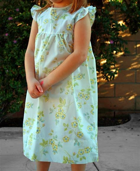 pattern for simple nightie love this free pattern tutorial for vintage pillowcase