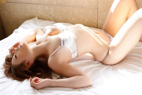 how to look sexier in bed yuu tejima in bed about love love story love news