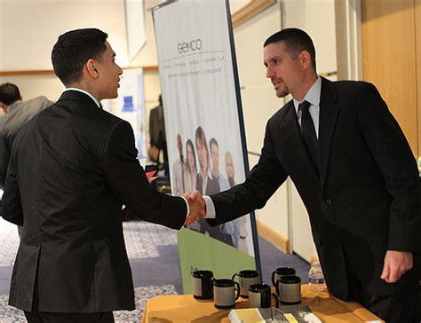 Usf Mba Fall Schedule by Fiu Students Connect With Recruiters And Executives At