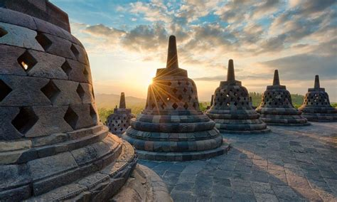Satu Abad Usaha Penyelamatan Candi Borobudur pesona candi borobudur magelang yang wajib dikunjungi