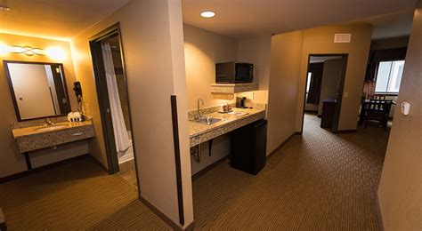 Which Hotels Have 2 Bedroom Suites by Pocono Mountains Family Friendly Resorts 2 Bedroom Suite