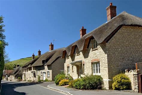 photo thatched roof cottages in west lulworth dorset