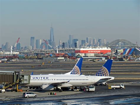 united airlines abandons plan to buy even more slots at newark from delta skift