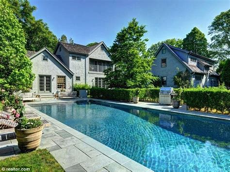 Saltbox Style Home naomi watts and liev schreiber s hamptons home on the