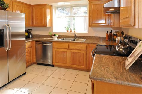 kitchen paint colors with oak cabinets and stainless steel appliances oak cabinets and granite like this color home