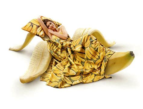 bed banana found shit 187 bananas funny bizarre amazing pictures videos page 2