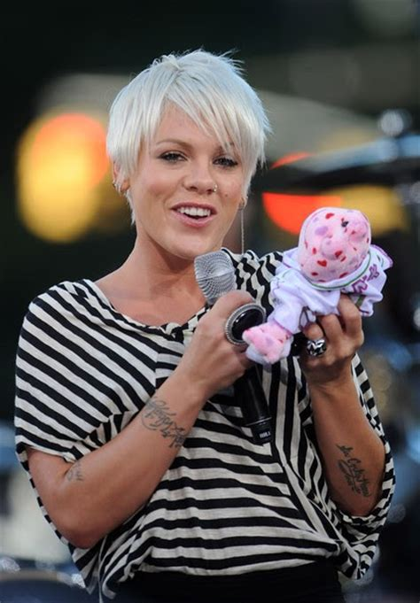 pinks current hairstyle hairstyle review and pictures pictures of pink hairstyles