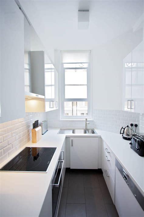 t駘駑atin cuisine foto cucina stretta e lunga totalmente di rossella