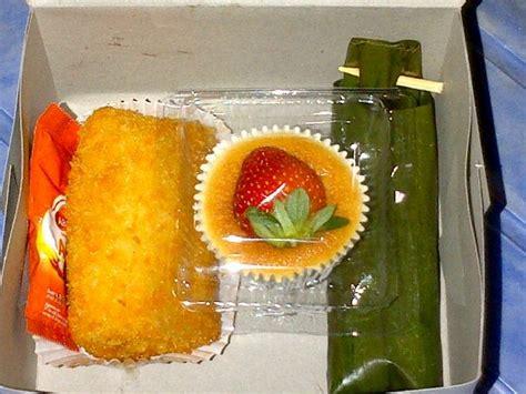 Pesanan Bunda Yani warungkue kue kue yang terselip snack snack box