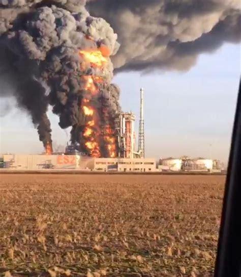 sannazzaro pavia pavia violento incendio nella raffineria di sannazzaro