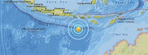 earthquake lombok strong and shallow m6 2 earthquake hits off the coast of
