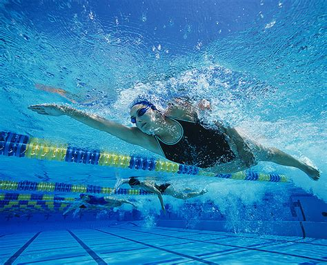 imagenes mujeres nadando reasons to swim popsugar fitness