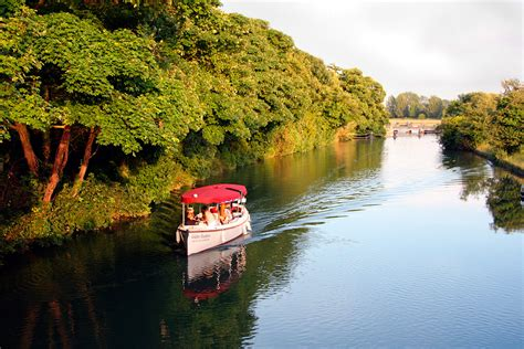 thames river cruise london oxford oxford picnic river boat cruise for two