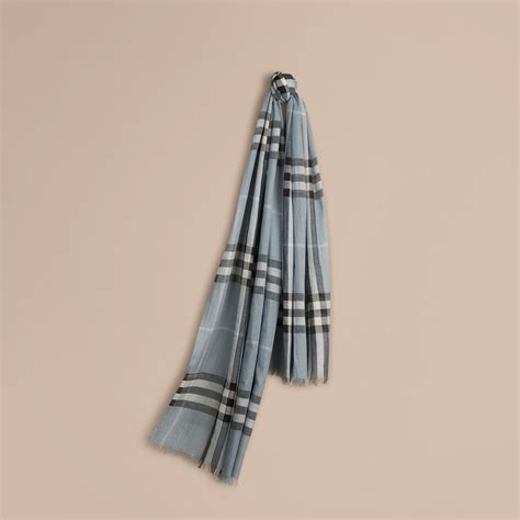 Tas Burberry Ribbon Set 2 In 1 Gold Series Jj 4725 1 lightweight check wool and silk scarf in dusty blue burberry