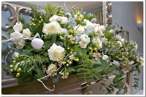 christmas wedding flowers bright  festive  subtle