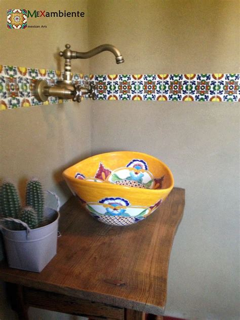 badezimmer im mexikanischen stil rustikales badezimmer mit ethno stil waschbecken fliesen