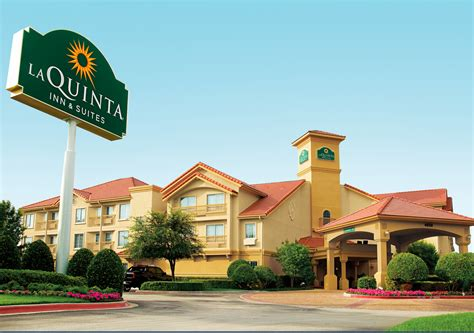 motel and inn pet friendly hotel chains where pets stay free