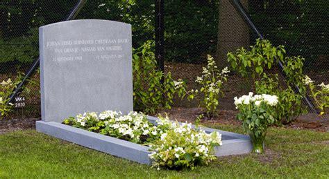 imagenes de tumbas terrorificas la polic 237 a interroga a los j 243 venes que profanaron la tumba