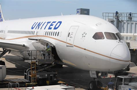 united airlines fees united airlines drops 50 fee for hardship refunds