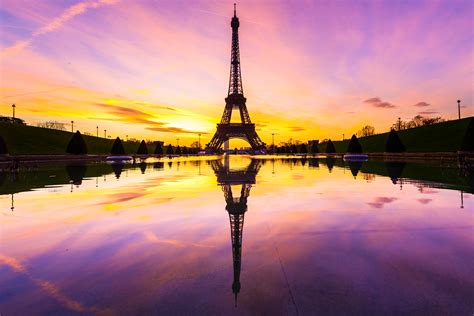 imagenes de fondo de pantalla de la torre eiffel eiffel tower puddle mirrored at dawn 5k retina ultra hd