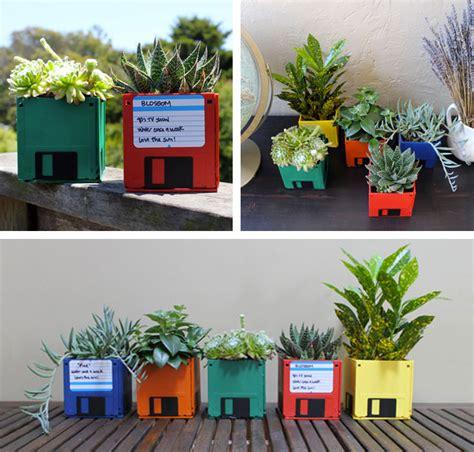 vasi colorati da esterno 16 idee di giardini in miniatura da creare con il riciclo