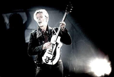 david bowie pink floyd comfortably numb david gilmour und david bowie performen comfortably numb von pink floyd gitarre bass
