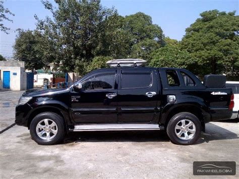 Used Toyota Hilux Vigo Champ GX 2014 Car for sale in