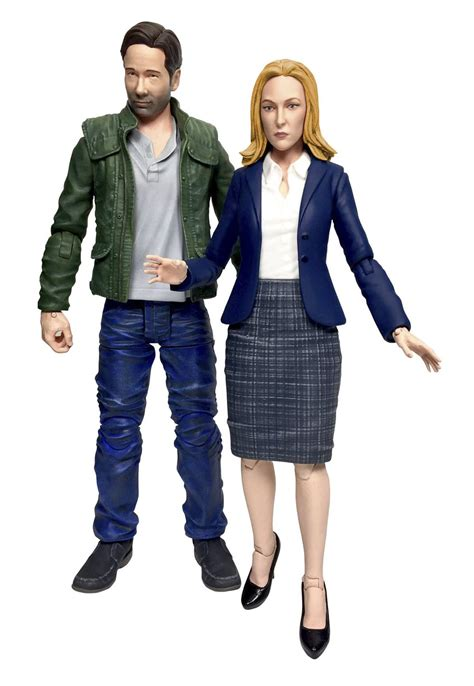x figures mulder and scully return as x files 2016 figure set