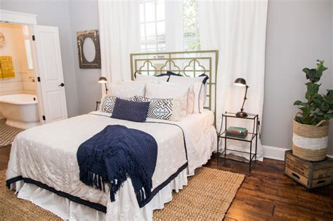 Chip And Joanna Gaines Bedroom Designs Photos Hgtv S Fixer With Chip And Joanna Gaines Hgtv