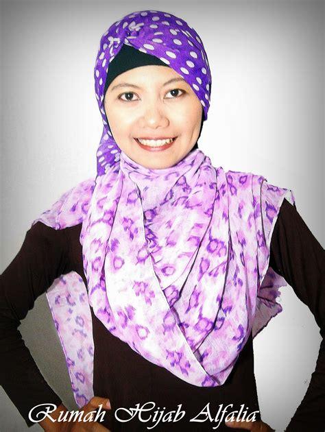 tutorial jilbab wisuda pasmina tutorial hijab segi empat wisuda 2 warna