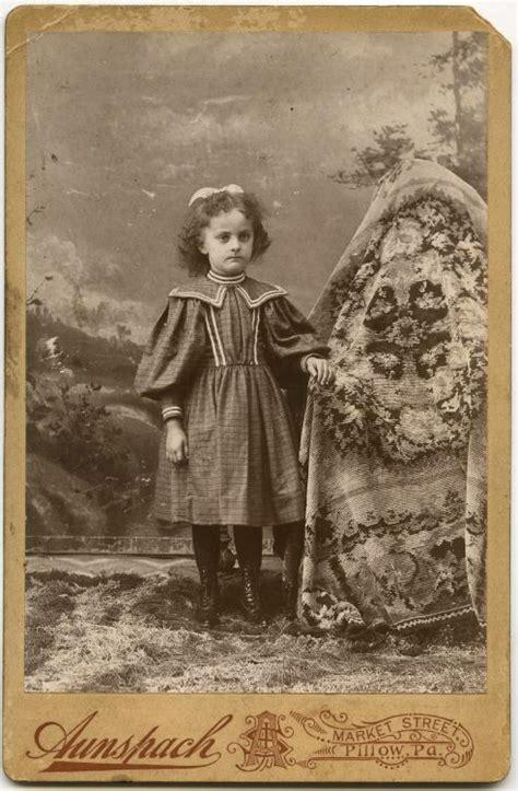 Is Vintage Fashion Really Dead by Madres Invisibles De La 233 Poca Victoriana Marcianos