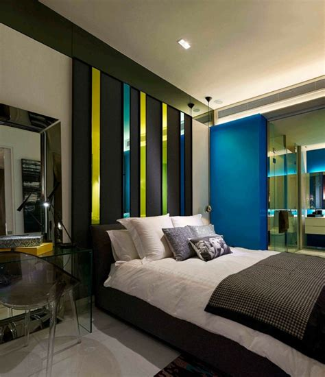 Merveilleux Quel Mur Peindre En Couleur Dans Une Chambre #1: comment-cr%C3%A9er-une-chambre-cosy-quel-mur-peindre-en-fonc%C3%A9-pour-agrandir-une-pi%C3%A8ce-d%C3%A9co-murale-bandes-vertes-et-bleues-grand-miroir.jpg