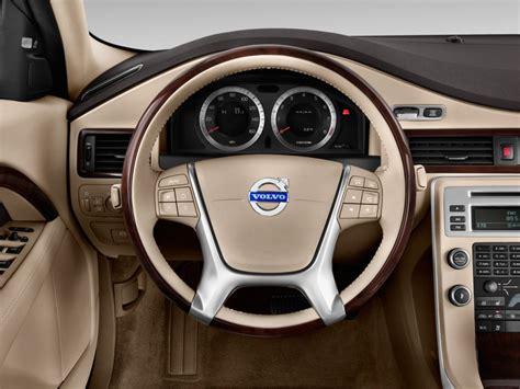 image  volvo   door sedan  steering wheel size    type gif posted