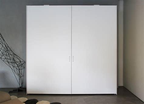 armadio con ante scorrevoli complanari armadio ante scorrevoli complanari graffiti poliform