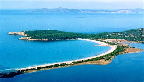 foto porto pino sardegna location de voiliers et de catamarans en sardaigne sud