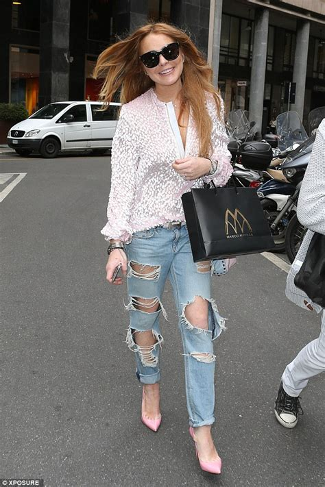 Lindsay Lohan Day Pass To Shop by Lindsay Lohan Changes Shoes And Top During Shopping