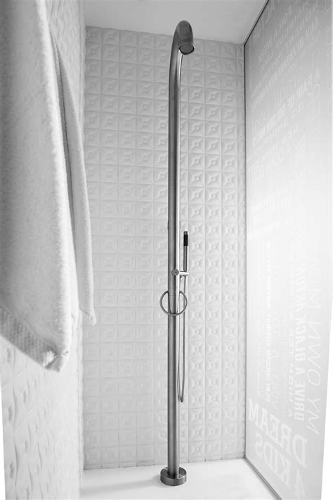 jee o outdoor shower jee o original 01 outdoor showers from jee o architonic