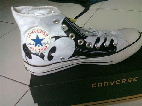 Toko Sepatu Converse Original mickey mouse converse sepatu converse original tom muriyah disney wedding ideas