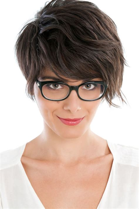 short hair chic on empire short hair chic and easy youne