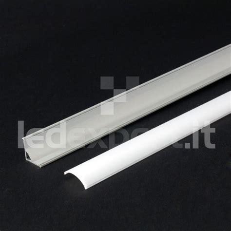 alimentatori per lade led striscie led profili in alluminio ad angolo per strisce