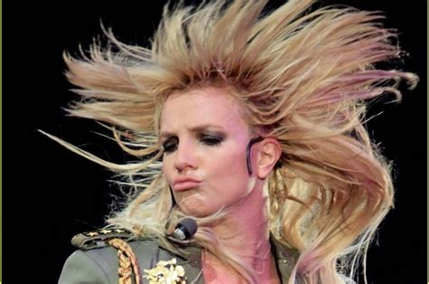 hair that flips in the back the definitive guide to britney spears hair flips