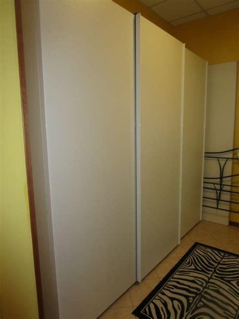 armadio tre ante scorrevoli armadio a tre ante scorrevoli bianco in legno armadi a