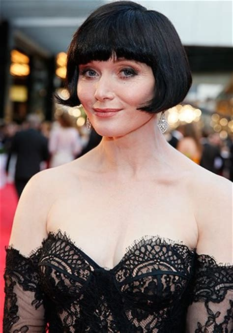 essie davis hairstyle essie davis bob haircut essie davis played the doctor in