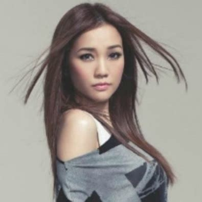 hong kong actress he yan poem 我們都被忘了 by kay tse this is my jam