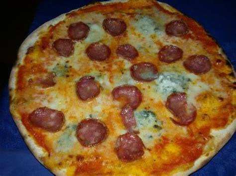 il gabbiano pizzeria pizze picture of il gabbiano bar pizzeria lotzorai