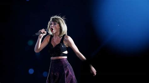 taylor swift december tour taylor swift lights up melbourne photos the examiner