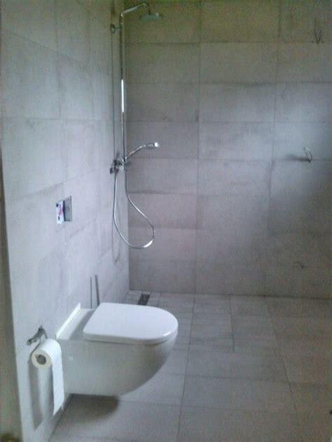 badezimmer bodenfliesen badezimmer wand bodenfliesen dusche wc vorbereitung